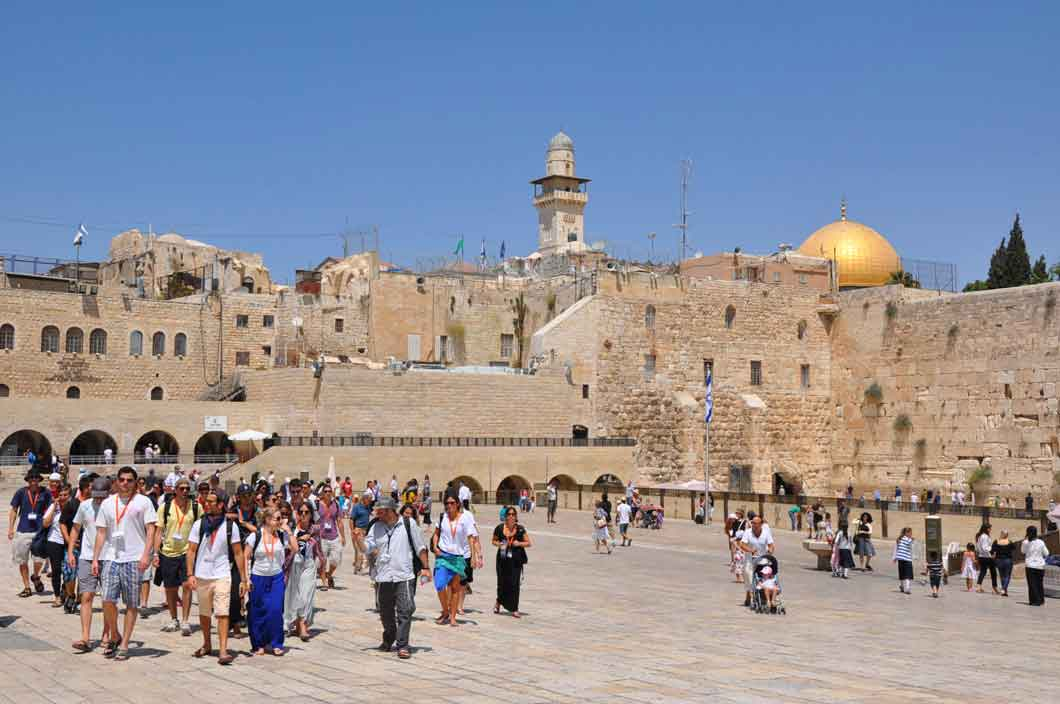 do i need a tour guide in israel